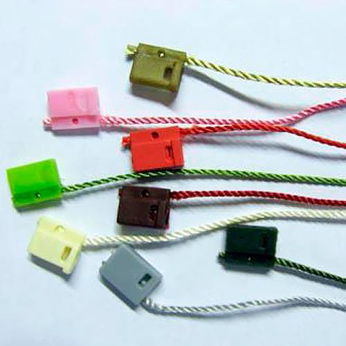 Игловые устройства и держатели для одежды